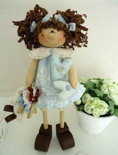 Kit de montagem da boneca contendo: apostila,madeira sem pintura e roupa para montagem. Frete por conta do cliente. R$ 155,00
