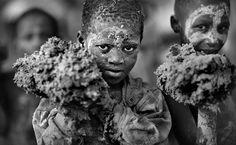 Festival de barro no Mali rende prêmio de Fotógrafo de Viagens do Ano.
