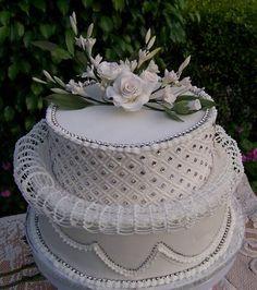 Lambeth Wedding Cakes | SWATI'S SUGARCRAFT: Lambeth Style - 2 Tier Wedding Cake