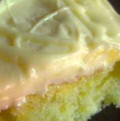LEMON DROP Cake Plus a Little Frosting Secret. THIS CAKE IS SOOO GOOD! - fyi, uses cake box mix to start (just so i know not to bother if I don't even have the mix, thought it was from scratch) 13 Desserts, Lemon Desserts, Lemon Recipes, Sweet Recipes, Healthy Recipes, Lemon Cakes, Drop Cake, Food Cakes, Cupcake Cakes