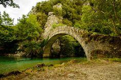 Old bridge and river in Zagorochoria Greece [OC] [6016x4000] http://ift.tt/294G1xH