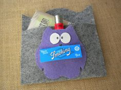 Felt rolling tobacco pouch hand made, the owl is also a pocket and a slot for rolling paper!