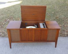 1968 Bluetooth stereo Zenith Mid Century Modern console stereo with working automatic turntable