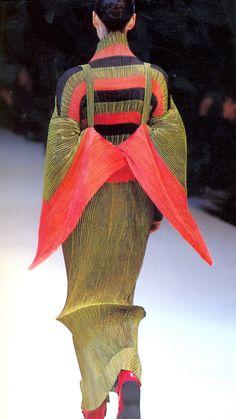 """ Issey Miyake Fall/Winter 1995 """
