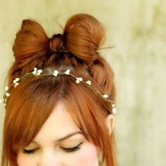 25 Totally Pretty 10-Minute Hairstyle DIYs like this adorable bow. (via A Beautiful Mess)