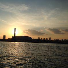 荒川河口の工場と夕焼けです。