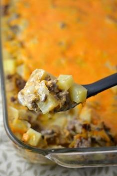 Easy Ground Beef and Potato Casserole recipe. Like a hamburger all in one dish. The ultimate quick weeknight comfort food. Ground Beef Recipes Potatoes, Easy Ground Beef Meals, Ground Beef Recipes Skillet, Easy Hamburger Meals, Ground Beef Dinner Ideas, Hamburger Meat Recipes Ground, Ground Beef Dishes, Skillet Recipes, Recipe With Hamburger And Potatoes