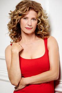 Nancy Travis Love her hair!!!