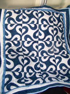 This is a fun pattern and looks great in the two colorway. I wonder if this could be done non-applique.