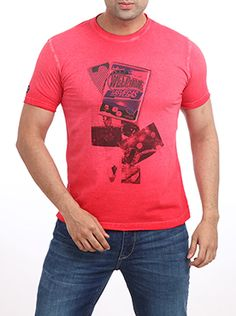 Want to be adventurous with your style? Then, buy this Parx Jeans Men Red T-Shirt. This slim fit, body hugging medium red T-shirt with black graphics is sure to hit the right chord at the discotheque. Tone down the red color with light colored torn denims and tan loafers. This 100% cotton fabric will surely keep you cool. Team it up with a wayfarers for a stylish look.