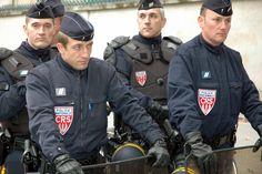 Grenoble : à propos des évènements qui ont secoué la Villeneuve Garrison Cap, Hot Cops, Men In Uniform, France, Canada Goose Jackets, Motorcycle Jacket, Winter Jackets, Roman