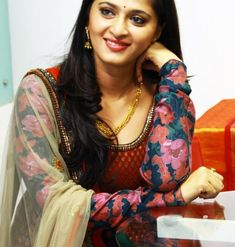 Anushka Shetty Photos including Actress Anushka Shetty Latest Stills Photo Gallery of Anushka Shetty. Indian Tollywood celebrities and fil. Beautiful Girl Indian, Most Beautiful Indian Actress, Beautiful Actresses, Simply Beautiful, Beautiful People, Beautiful Women, Anushka Shetty Saree, Anushka Photos, Actress Anushka