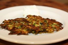 This simple Zucchini Latkes recipe replaces potatoes with low-carb zucchini, so we can enjoy a traditional Hanukkah dish without the risk of a major blood sugar spike. Diabetic Recipes, Low Carb Recipes, Free Recipes, Zucchini Latkes, High Fat Diet, Fritters, Side Dishes, Stuffed Peppers, Dinner