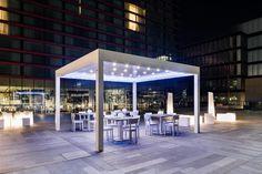 Mobiliario fabricado en polietileno, con luz led RGB recargable, para #eventos, fiestas, decoración, locales!!  www.lavidaenled.com