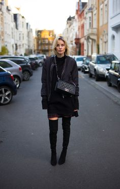 This time I decided to go with a little pop of plum because of my checked skirt by COMMA.My go-to outfit at the moment has a simpel formula:. Stuart Weitzman, Love Fashion, Autumn Fashion, Lisa, Donna Karan, Catwalk, What To Wear, Latest Trends, Street Wear