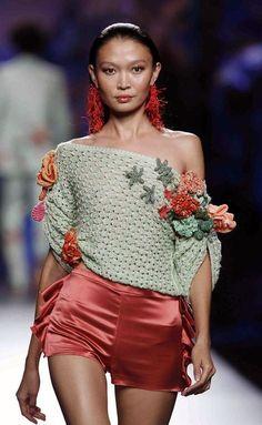 Fabulous Crochet a Little Black Crochet Dress Ideas. Georgeous Crochet a Little Black Crochet Dress Ideas. Pull Crochet, Mode Crochet, Crochet Shirt, Crochet Cardigan, Crochet Lace, Knitwear Fashion, Crochet Fashion, Crochet Woman, Mode Outfits