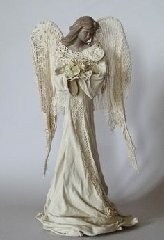 Pasje Ani :): W anielskich klimatach.Billedresultat for paverpol angel Cardboard Sculpture, Paper Mache Sculpture, Sculpture Art, Ceramic Angels, Paperclay, Angel Art, Wire Art, Christmas Angels, Clay Creations