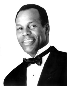 There is just something wonderful about Danny Glover he has always been a favorite. Celebrity Look, Celebrity Photos, Celebrity Portraits, Actors Male, Actors & Actresses, Cinema Site, Danny Glover, Hollywood Men, Inspirational Celebrities