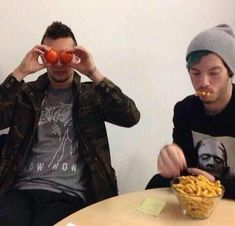 when anyone asks you who twenty one pilots are just show them this picture