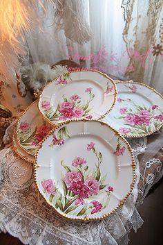 Romantic Shabby Chic Bedroom Ideas Romantic Cottage For Sale Antique Dishes, Vintage Dishes, Antique China, Vintage China, Vintage Tea, Antique Plates, Decoration Chic, Limoges China, Haviland China