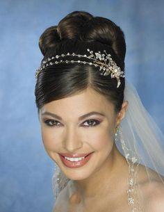 peinados de boda con tiaras - Buscar con Google