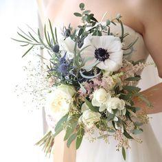 個性派おしゃれ♡《アネモネ》のお花を束ねたウェディングブーケカタログ | marry[マリー]