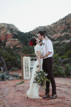 All about the vintage Southwestern vibes in this Sedona elopement | Image by Andy Roberts