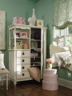 This would be a feminine solution to replacing Zoe's shelf from circle g western wear that I got when they closed out.