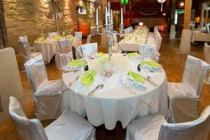 runder Tisch, eingedeckt für eine Hochzeit - Wedding-Table