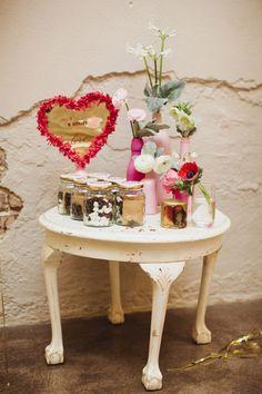Hoy tengo el día cursi y romanticón así que nos os extrañéis que os proponga que esta Navidad montéis una Candy Love!  http://www.unabodaoriginal.es/blog/donde-como-y-cuando/catering/candy-love