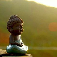 Little Buddha art ☸️ Art Buddha, Small Buddha Statue, Tiny Buddha, Little Buddha, Buddha Zen, Buddha Painting, Buddha Peace, Vipassana Meditation, Meditation Buddhism