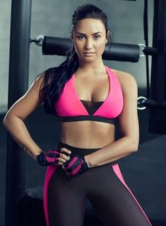 "Pinned by ""Sexy Celebs"" : Demi Lovato Demi Lovato Body, Demi Lovato Workout, Selena Gomez, Beautiful Celebrities, Beautiful People, Demi Love, Demi Lovato Pictures, Female Singers, Glee"