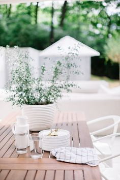 For outdoor entertaining: http://www.stylemepretty.com/living/2015/08/28/nashville-home-tour/   Photography: Leslee Mitchell - http://lesleemitchell.com/