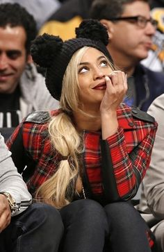 Beyoncé and Jay Z sitting courtside at the Nets-Sixers game in Brooklyn February 3rd 2014