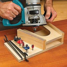 At-The-Ready Router Rest Woodworking Plan from WOOD Magazine - Dremel Projects Ideas Woodworking School, Learn Woodworking, Woodworking Patterns, Woodworking Workbench, Woodworking Projects Diy, Popular Woodworking, Woodworking Furniture, Wood Projects, Woodworking Jigsaw