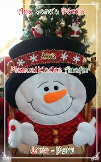 Manualidades Anafer: Cubresillas Navideños Christmas Crafts, Christmas Ornaments, Christmas Ideas, Christmas Tree, Snowman, Holiday Decor, Home Decor, Tree Skirts, Covers For Chairs