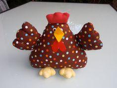 Patrón e instrucciones para realizar esta preciosa gallina. Medidas del muñeco: 24 x 25 cm.