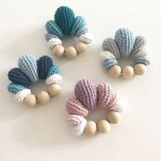 How to Crochet Cuffed Baby Booties - Crochet Ideas Crochet Teddy, Crochet Baby Booties, Love Crochet, Learn To Crochet, Crochet For Kids, Easy Crochet, Crochet Crafts, Crochet Toys, Crochet Projects