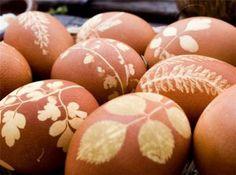 eieren versieren voor Pasen