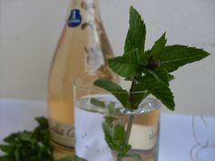 Mätový sirup Glass Vase, Drinks, Cooking, Food, Decor, Basket, Syrup, Drinking, Kitchen