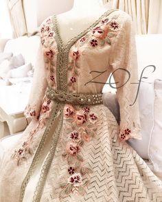 ✖️✖️SOLD OUT ✖️✖️SOLD OUT ✖️✖️ ✖️✖️SOLD OUT ✖️✖️SOLD OUT ✖️✖️ . من أحدث تصاميمي لكولكشن #العيد #فستان #ستايل #مغربي ، للكبار متوفر بمقاس ميديم فقط جاهز للتسليم الفوري للطلب يرجي التواصل ع الواتساب فقط . السعر 1500 درهم . #fashion #design #pearl #elegant #classy #off_withe #moroccan_caftan #dresses #style #classic #Princes #haute_couture #outfit #moda #chic #jalabyah #instafashion #dress #uae