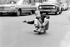 This black and white photo series, shot by Bill Eppridge for LIFE magazine five decades ago, illustrates the way in which skateboarding was enjoyed in a more laid-back and less frowned-upon manner in 1960s Manhattan.