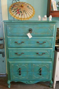 Elizabeth at Rekindle Cottage created this heautiful French Provincial Chest done boho style!  She used Dixie Belle Pure Ocean, Pure Ocean and Kudzu mixed, black glaze, Van dyke glaze, gold highlights, and sealed with clear wax.  Such a beautiful piece!