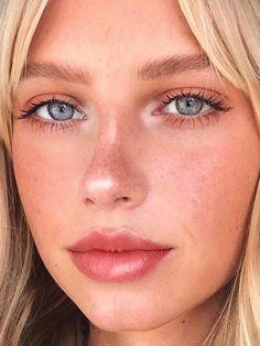 Beauty make-up natural blue eyes blonde hair lipgloss mascara eyeshadow ins Makeup Trends, Beauty Trends, Makeup Inspo, Makeup Inspiration, Makeup Tips, Makeup Ideas, Beauty Tips, Makeup Hacks, Makeup Products