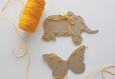 Sewing Projects For Kids Sewing Cards for Kids - Keep your kids busy and having fun inside on rainy winter days with this selection of 50 fantastic indoor activities for kids. Kids Crafts, Toddler Crafts, Crafts To Do, Craft Kids, Easy Crafts, Sewing Projects For Kids, Sewing For Kids, Diy For Kids, Sewing Crafts