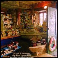 Acqua Alta Bookshop - http://pinliterati.com/acqua-alta-bookshop/