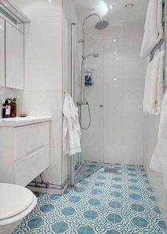 Salle de bain déco mauresque avec carreaux de ciment