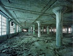 Yves Marchand and Romain Meffre : The ruins of detroit