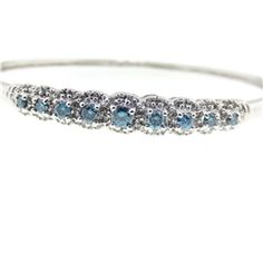 Diamond Details: Round brilliantcut white & 9 round cut blue diamonds of G color, VS1 clarity, of excellent cut and brilliance, the total w...