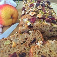 Cake aux noisettes, cranberries et poires
